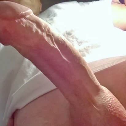 Dicker Penis von unten