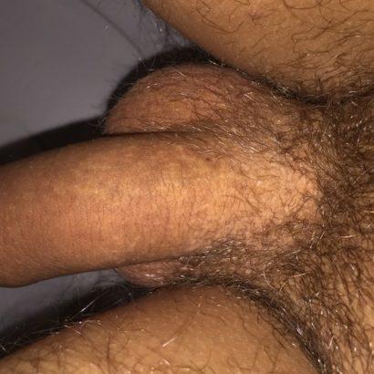 schlaffer Penis in der Toilette