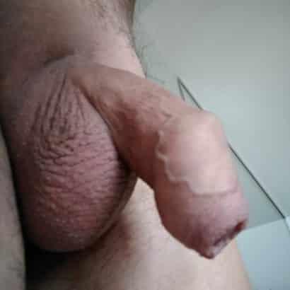 schlaffer Penis von der Seite