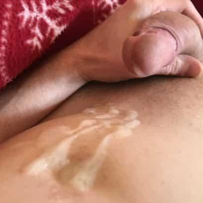 Geil abgespritzt auf den Bauch