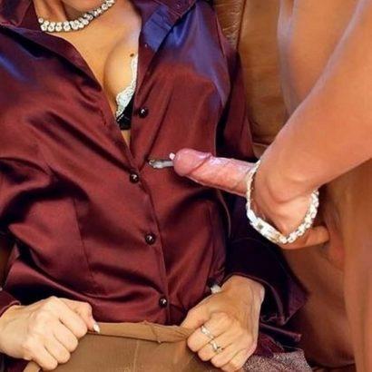Schwanz spritzt auf Bluse